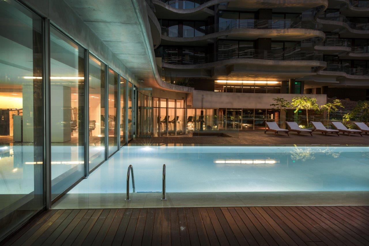 FORUM - Foto piscina exterior y gimnasio EN BAJA